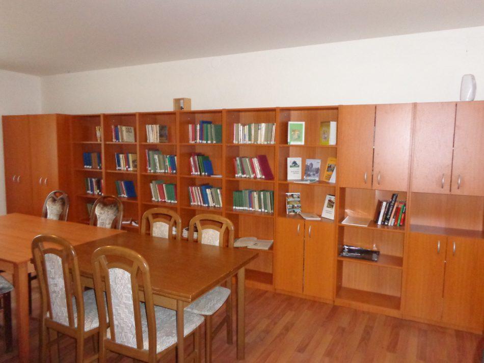 knihovna Skuřina