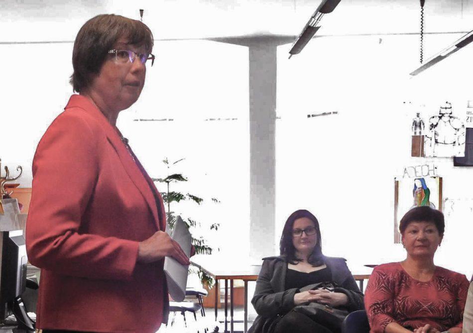 Prof. Dana Musilová v knihovně