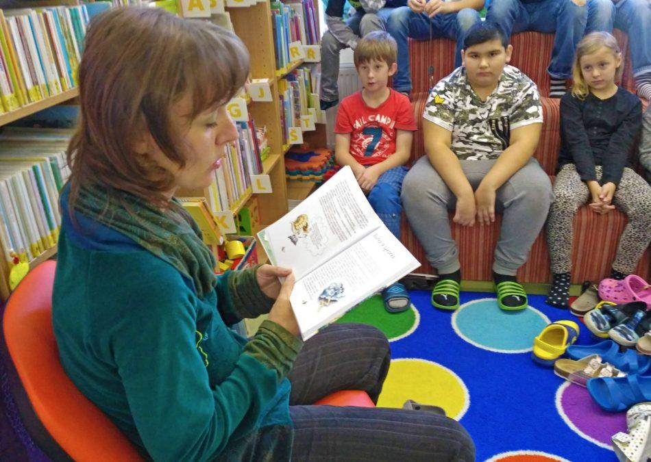 Monika Eberlová čte dětem