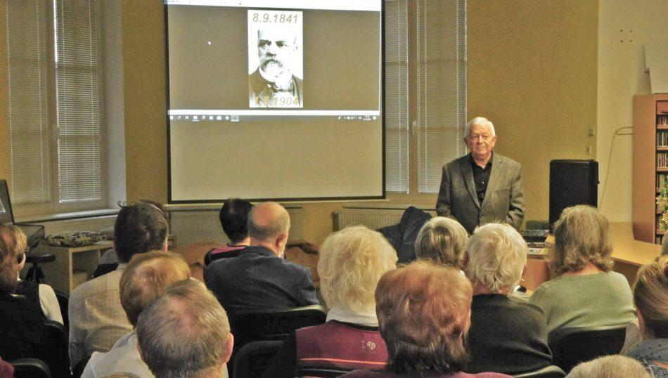 Ivan Hejduk přednáší v knihovně