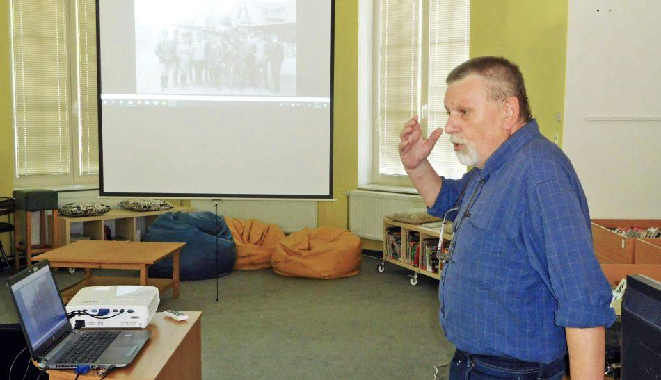 Bohumír Kudlička přednáší v knihovně