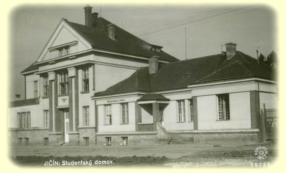 Studentský dům na historické fotografii